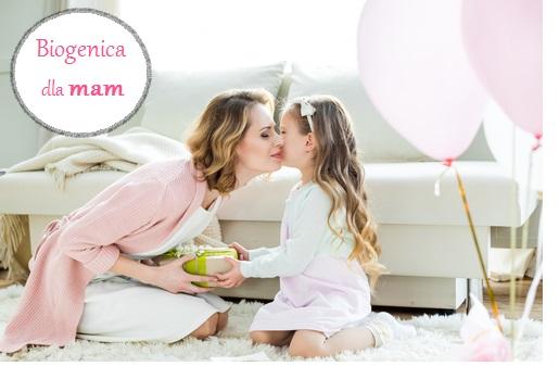 Mama całuje swoją córkę, dzień mamy biogenica Poznań